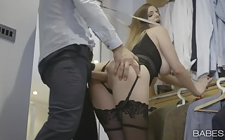 Hottie takes a pretentiously load of shit stranger chasing